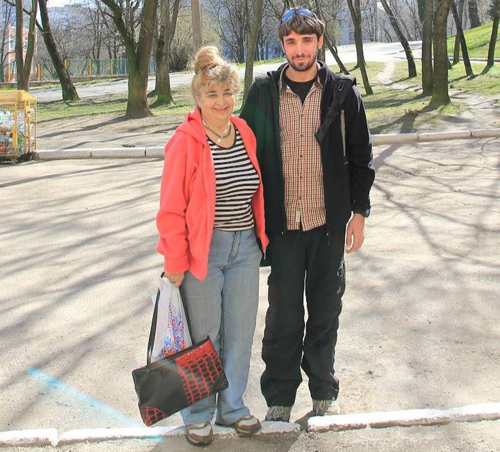 Давид Головань с бабушкой. Фото из личного архива